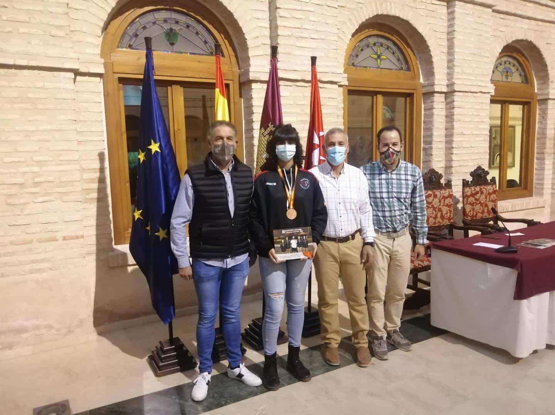 Recepción a los deportistas con medalla en el Campeonato de España de Balonmano Playa 25