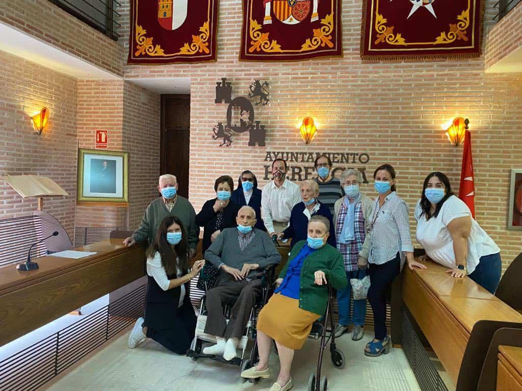 Usuarios de la Residencia San Francisco de Herencia visitaron el Ayuntamiento 1